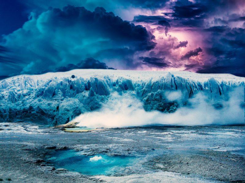 北極の氷山イメージ