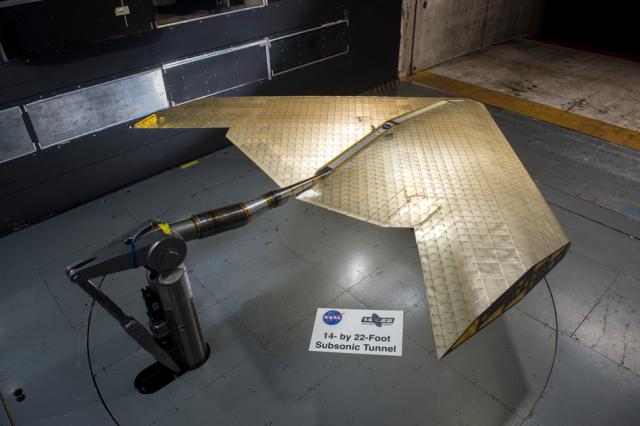 風洞テストを受けるMITとNASAが開発した翼モデル(Kenny Cheung氏, NASA Ames Research Centerより)