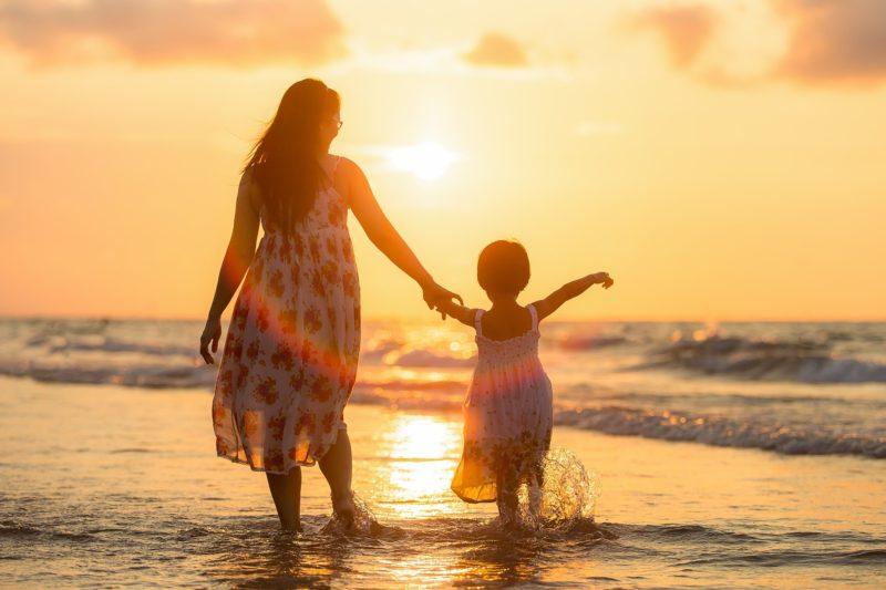 母と娘イメージ